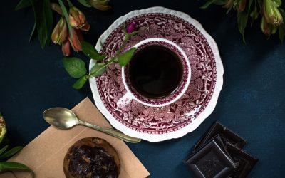Cafeïne en hoe een oppeppende koffie je uiteindelijk vermoeider maakt